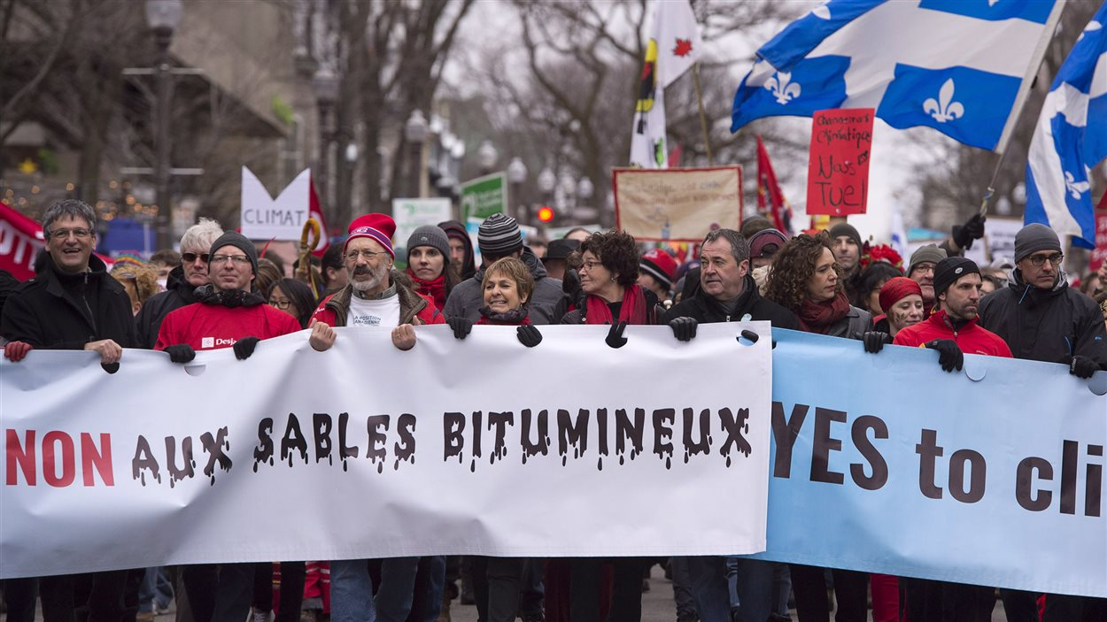 Une marche qui dénonce les hydrocarbures.