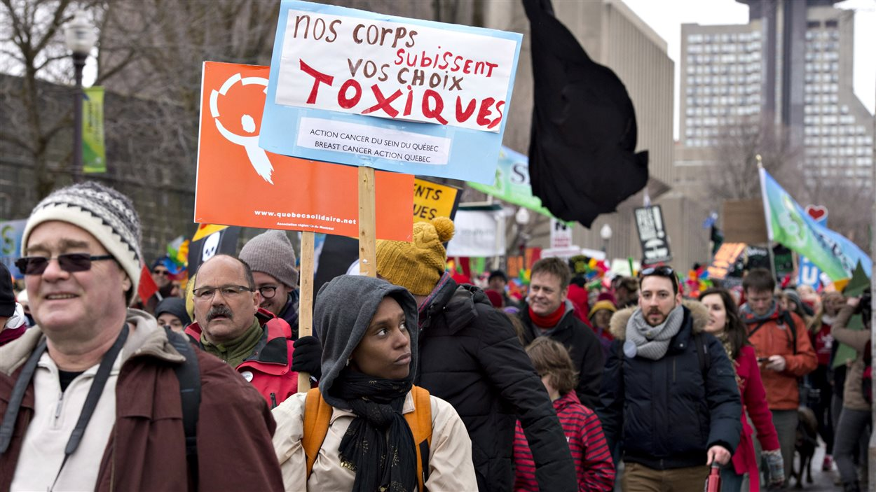 Ils étaient plusieurs milliers de manifestants à marcher à Québec.