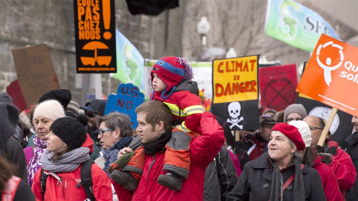 Le rendez-vous a rassemblé des manifestants de tous âges.