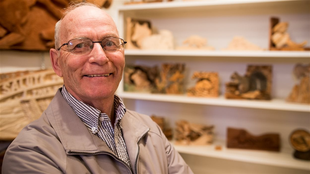 Maurille Hammond est rempli de fierté lorsqu'il regarde les différentes oeuvres qu'il a su sculpter.