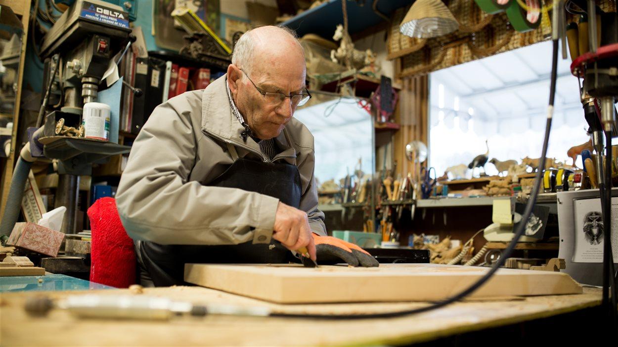 Ça fait plus de 20 ans que Maurille Hammond sculpte le bois. Il a su transformer sa passion en oeuvres d'art.