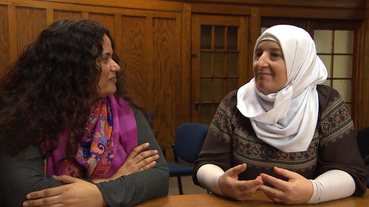 L'Israélienne Shirli Karavani et la Palestinienne Kifa Odeh-palestinienne étudient au RIAC (Réseau international d'action communautaire) de l'Université McGill.