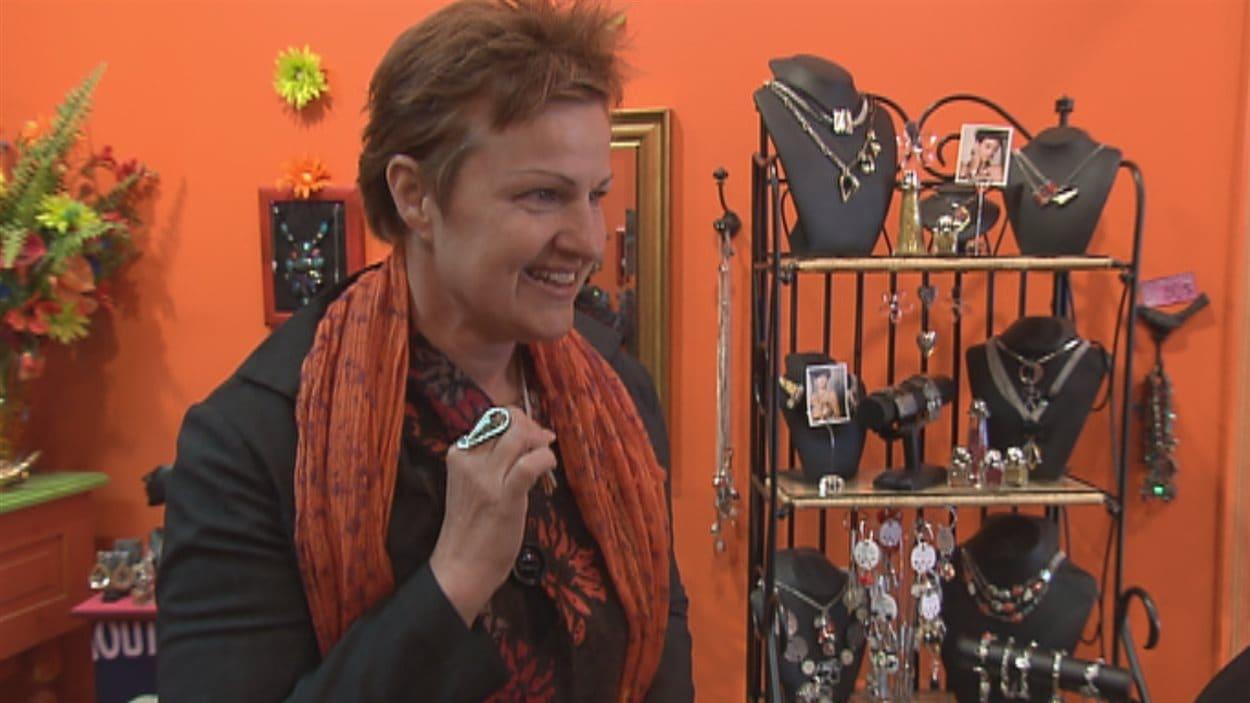 Nathalie Moreau a visité quelques bijouteries de Québec dans le cadre de la Tournée de l'espoir.