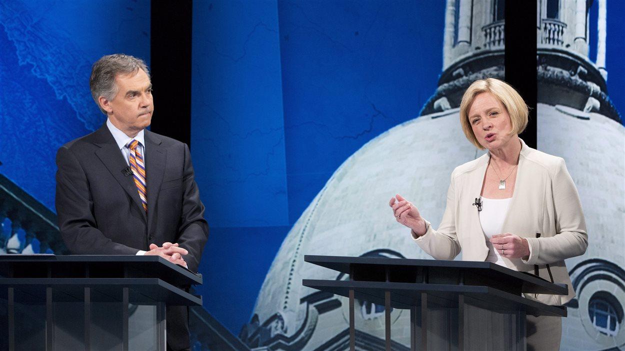 La chef du NPD rassemble les opinions positives après sa prestation au débat télévisé des chefs.