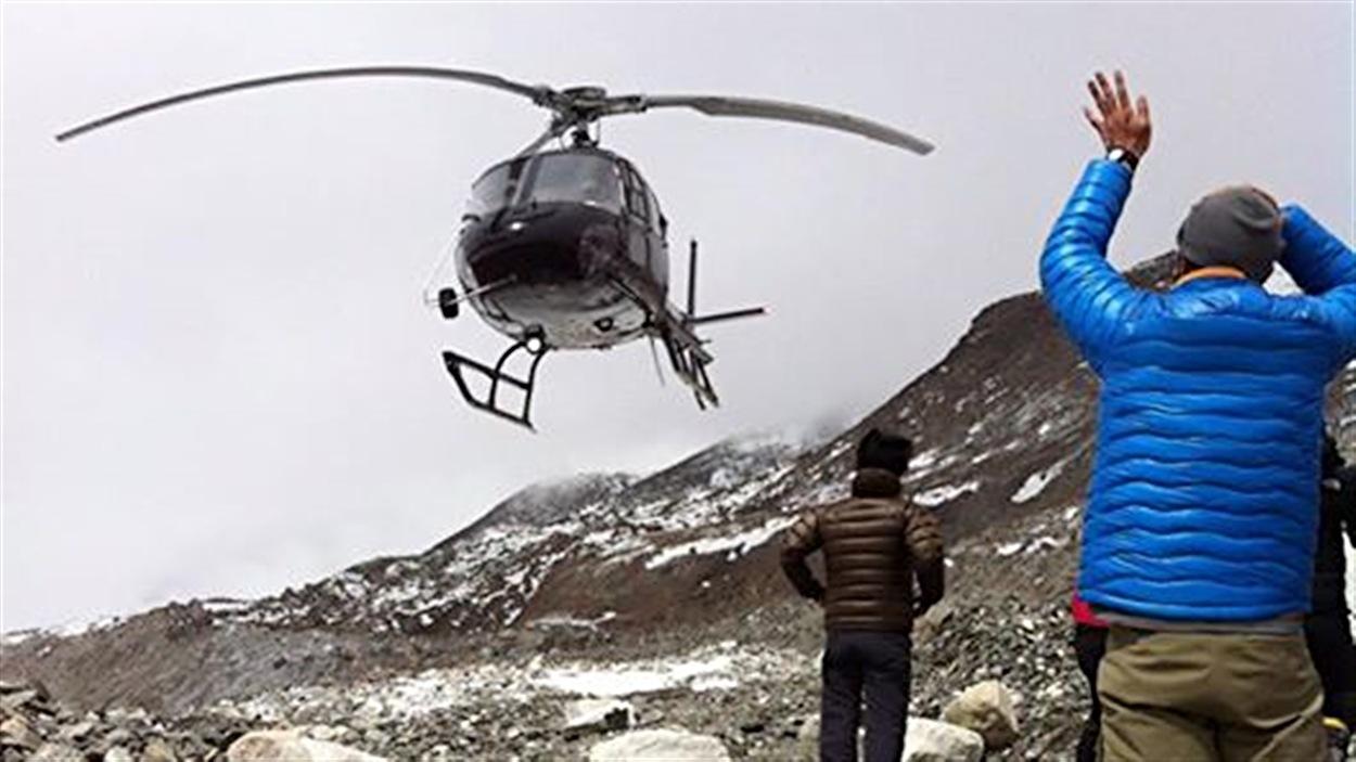Évacuation de blessés sur l'Everest