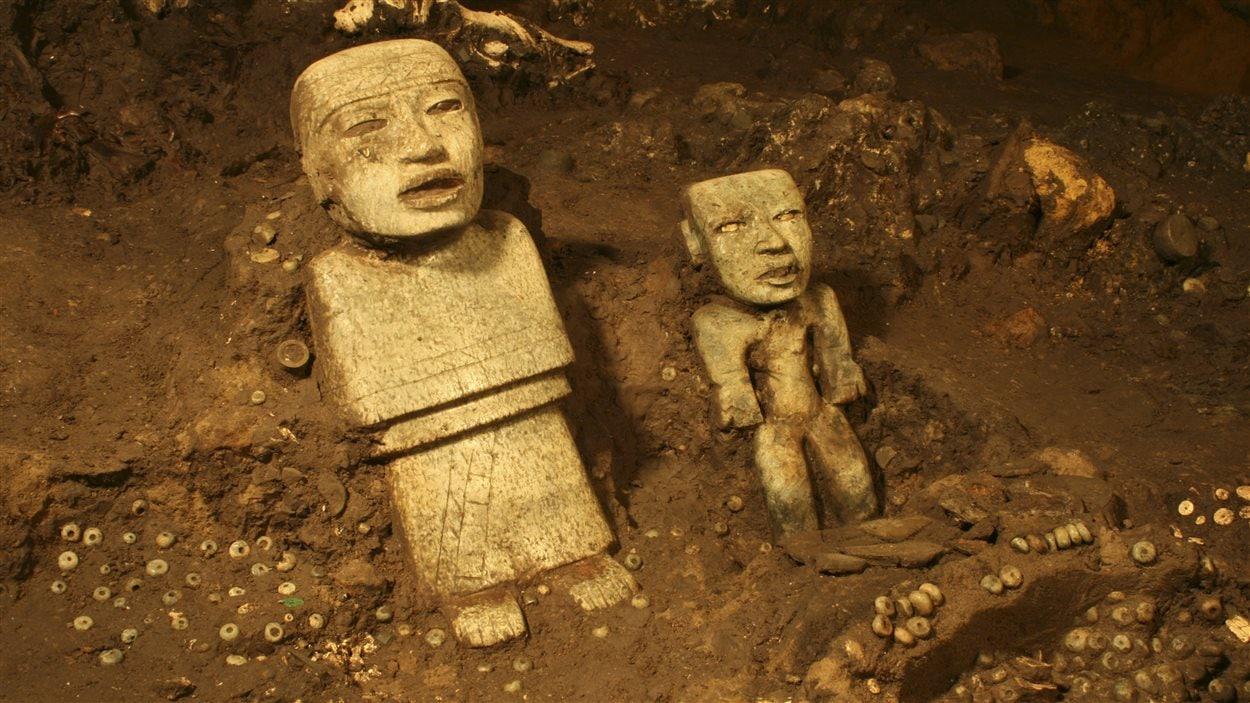 Des statues trouvées dans le tunnel.