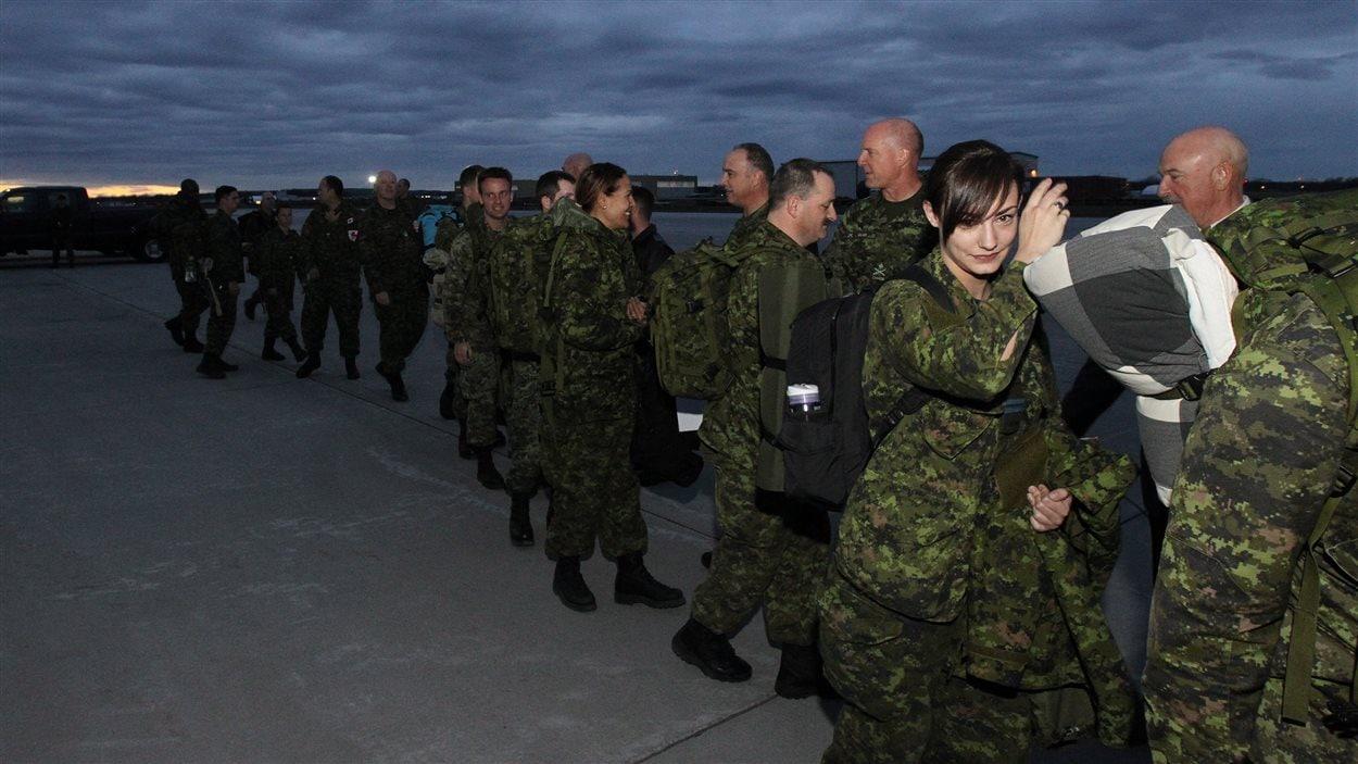 Des membres des Forces canadiennes spécialisés dans l'aide aux sinistrés sont déployés au Népal.