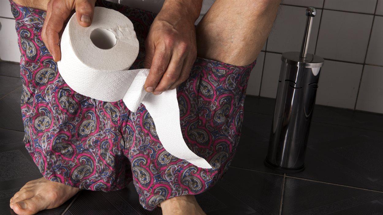 Un homme à la toilette