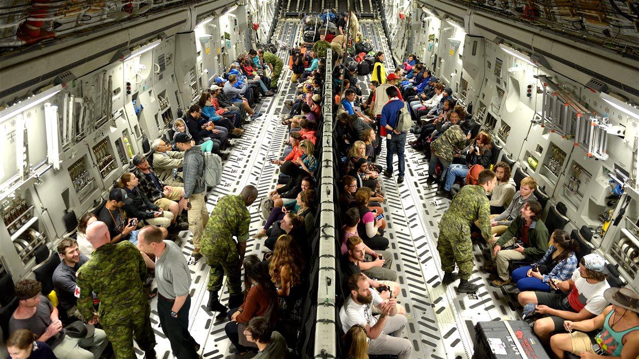 Des Canadiens ont été évacués du Népal mercredi par un C-17 des Forces armées canadiennes