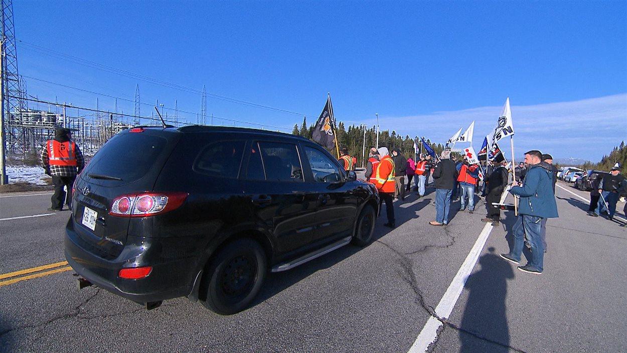 Des manifestants ont perturbé la circulation de la route 138 près de Sept-Îles.