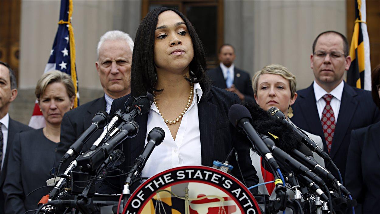 La procureure de l'État du Maryland, Marilyn Mosby, annonce que les six policiers sont inculpés.