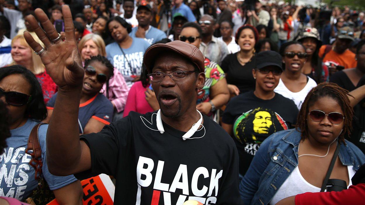 Une nouvelle manifestation a eu lieu, samedi à Baltimore, au lendemain de l'annonce par la procureure en chef de la ville, Marilyn Mosby, du dépôt d'accusations contre les six policiers qui ont procédé à l'arrestation de Freddie Gray.