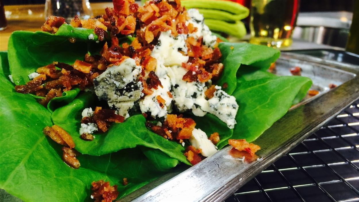 Salade Boston, vinaigrette au Bleu d'Élizabeth