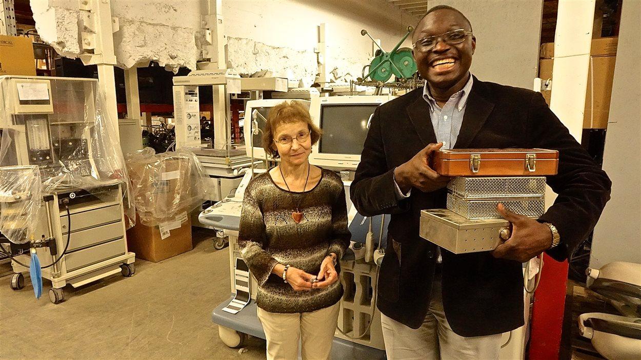 La docteure Céline Laferrière et le prêtre congolais de Montréal, Jean-Chrysostom Zoloshi