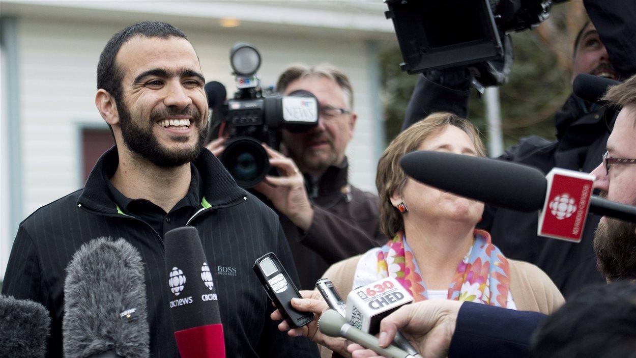 Omar Khadr parle aux médias pour la première fois.
