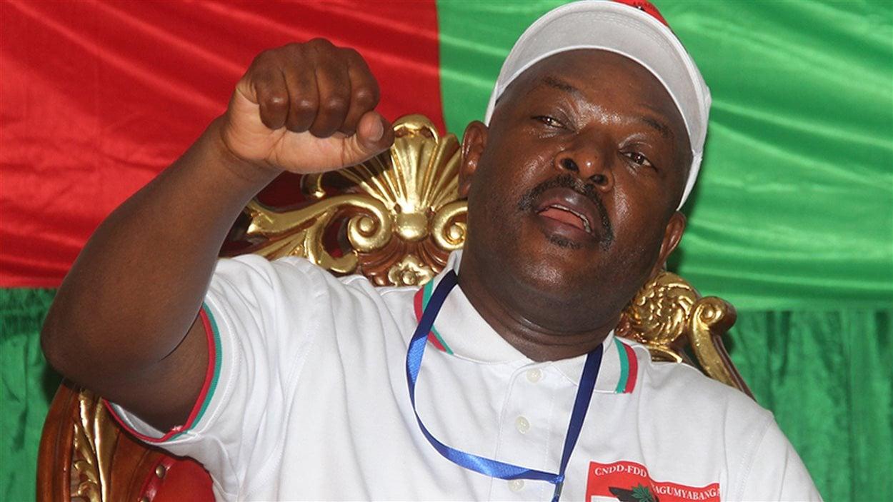 Le président sortant du Burundi, Pierre Nkurunziza, fête sa nomination comme candidat de son parti à la prochaine élection présidentielle, le 25 avril à Bujumbura.