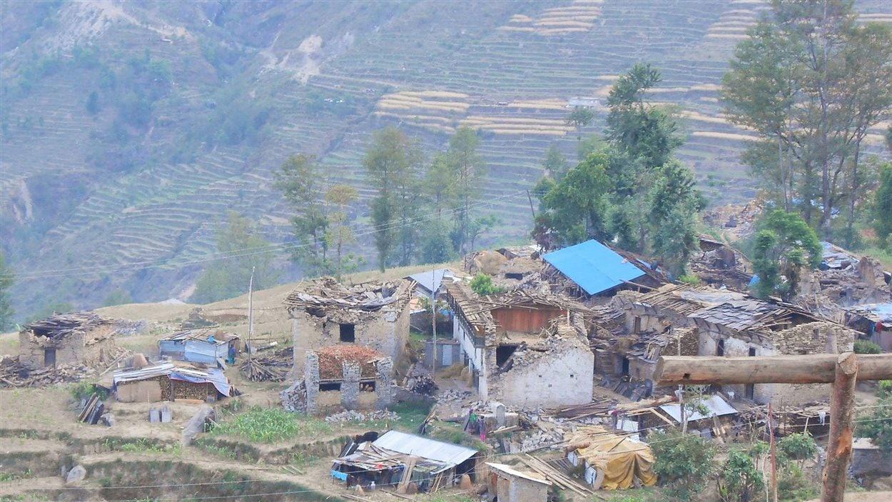 village dans les montagnes en ruines