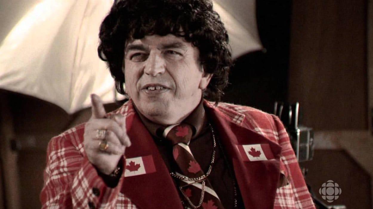Le personnage d'Elvis Gratton interprété par le comédien Julien Poulin.