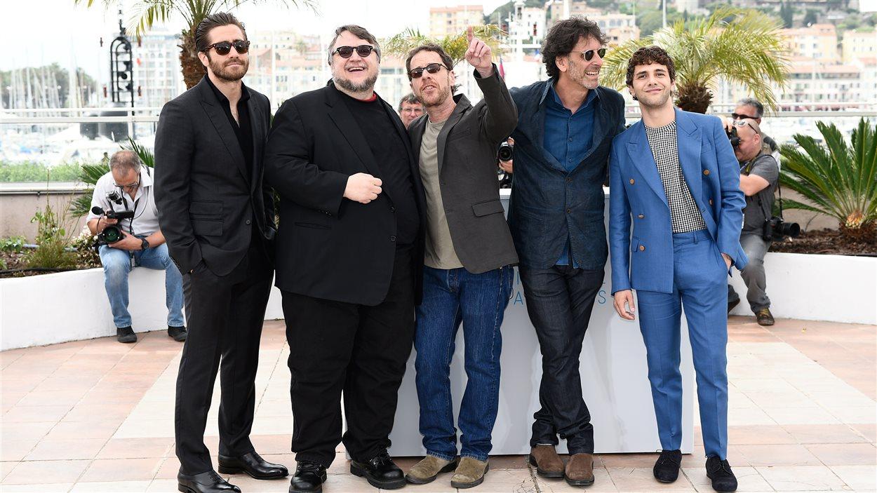 Jake Gyllenhaal, Guillermo del Toro, Ethan et Joel Coen ainsi que Xavier Dolan lors de l'ouverture du 68e Festival de Cannes