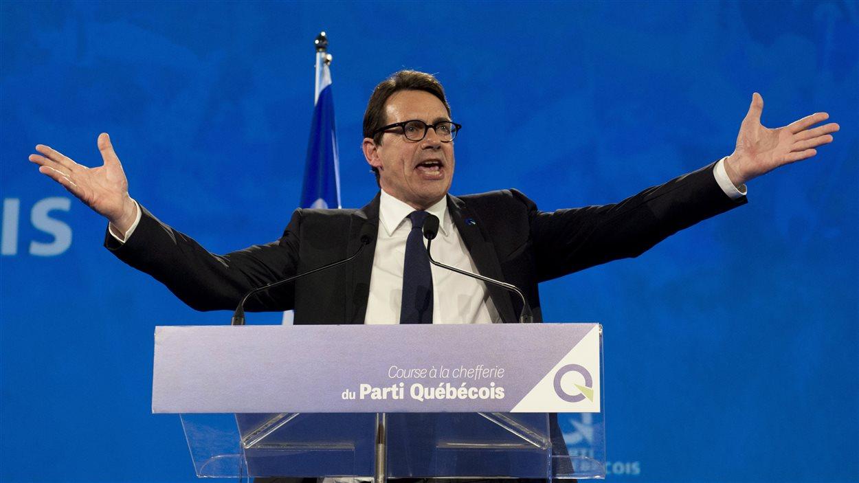 Pierre Karl Péladeau prononce son discours de victoire.