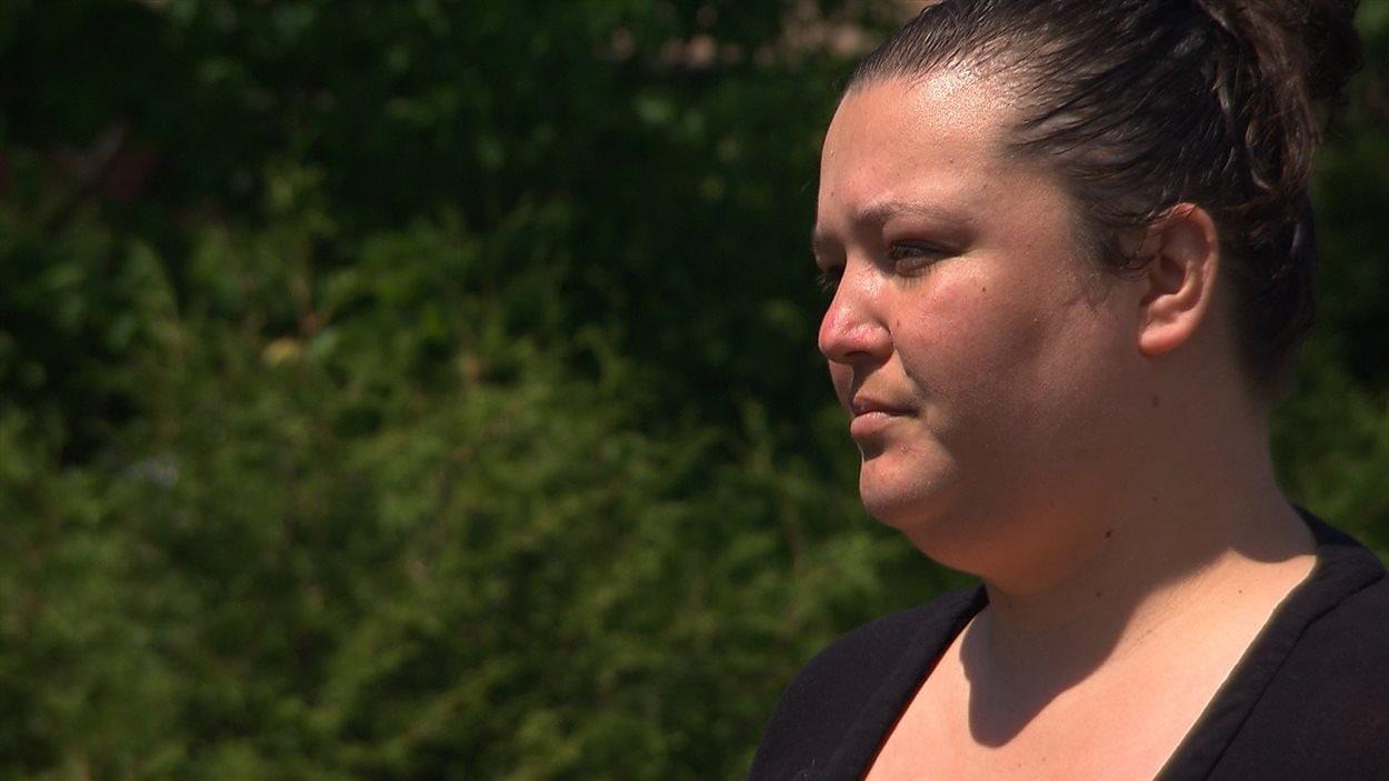 Amanda Deer, expulsée de la réserve avec son conjoint, a bien l'intention de rentrer chez elle.
