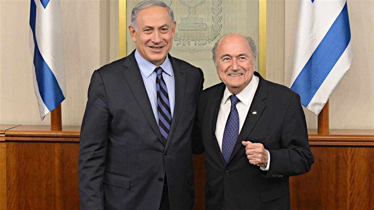 Le Premier ministre israélien Benjamin Netanyahu et le président de la FIFA Joseph Blatter