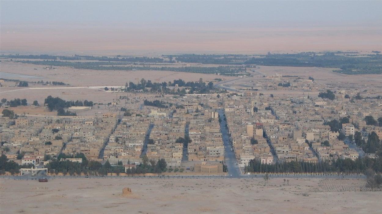 Vue de la ville depuis le château arabe, à Palmyre en Syrie