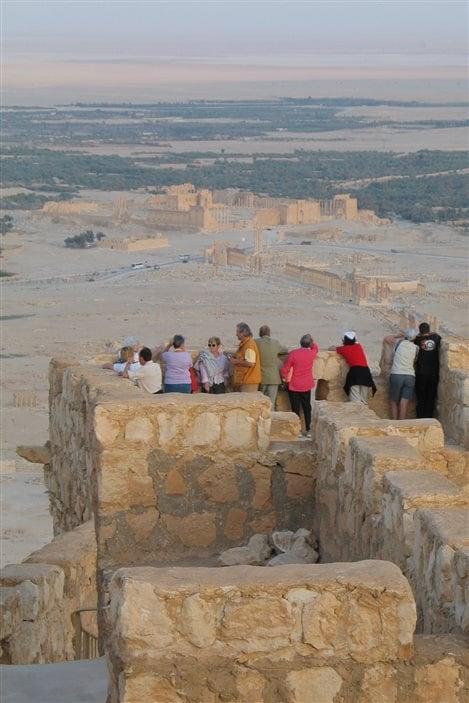 Vue des ruines depuis le château arabe, à Palmyre en Syrie