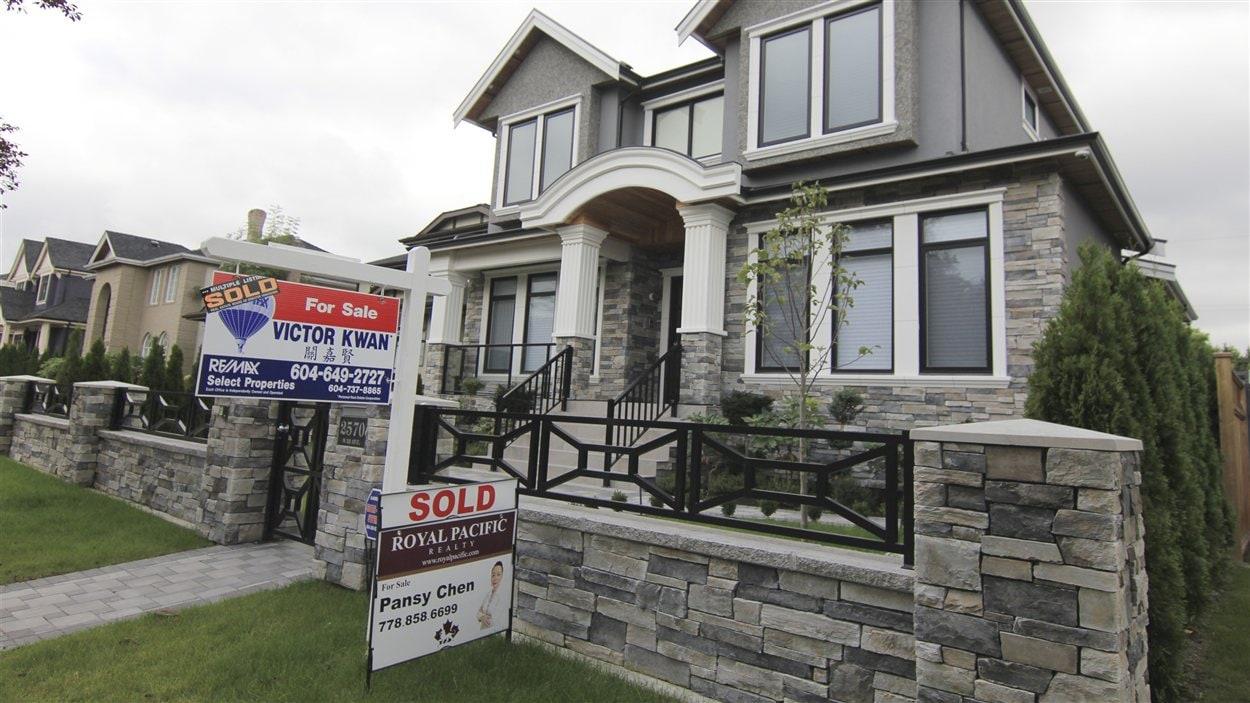 Beau Une Maison Vendue à Vancouver
