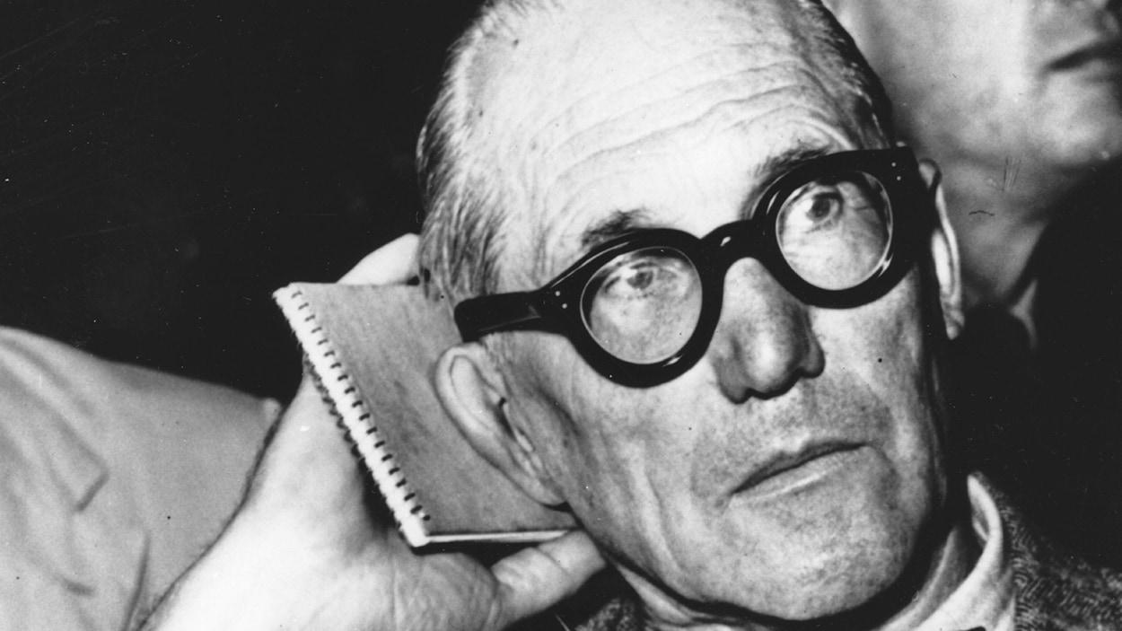 L'architecte Charles-Édouard Jeanneret-Gris, dit Le Corbusier