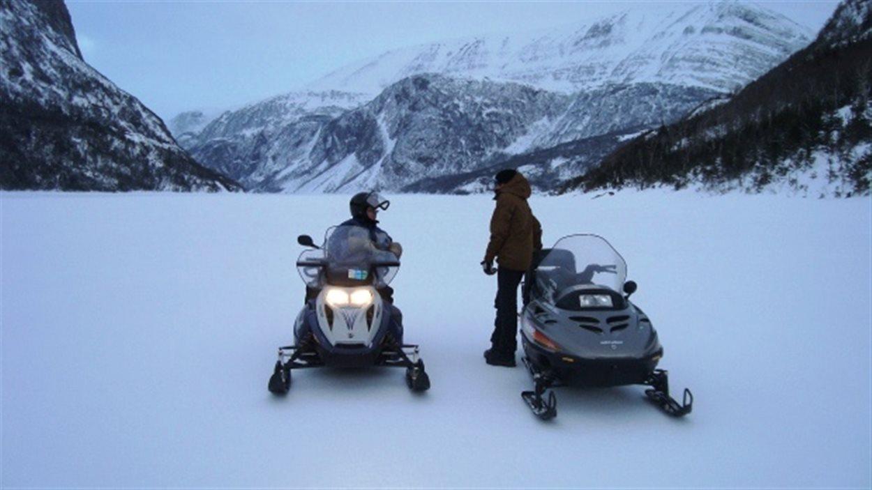 Des motoneigistes ont écopé de fortes amendes, cette semaine, pour avoir circulé en motoneige dans un secteur interdit du parc national Gros Morne, à T.-N.-L.