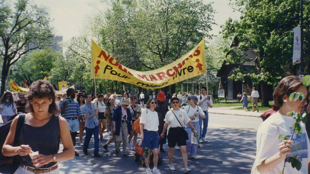 Participantes à la marche «Du pain et des roses», en 1995.
