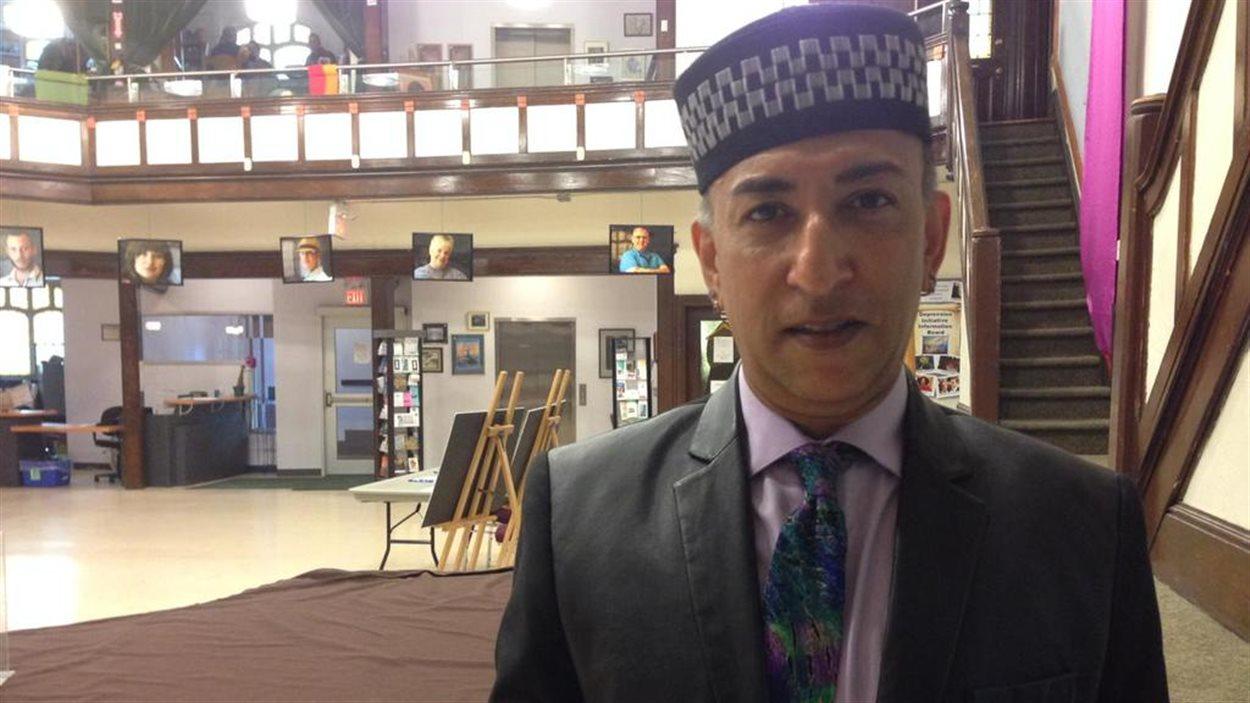 El-Farouk Khaki, représente 10 mosquée en Amérique du Nord.