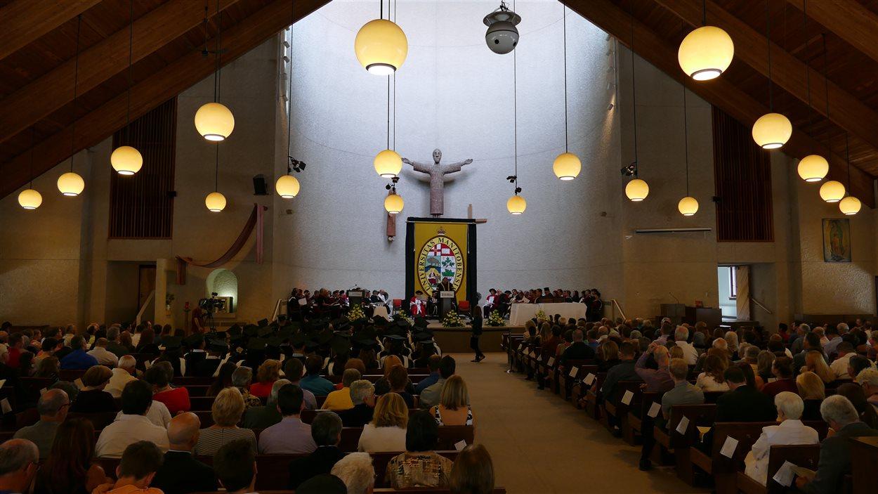 La cérémonie de la 136e collation des grades de l'Université de Saint-Boniface s'est déroulée à la cathédrale de Saint-Boniface.