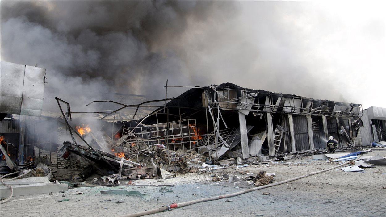 Un marché local a été détruit par les affrontements dans la région de Donetsk (3 juin 2015).