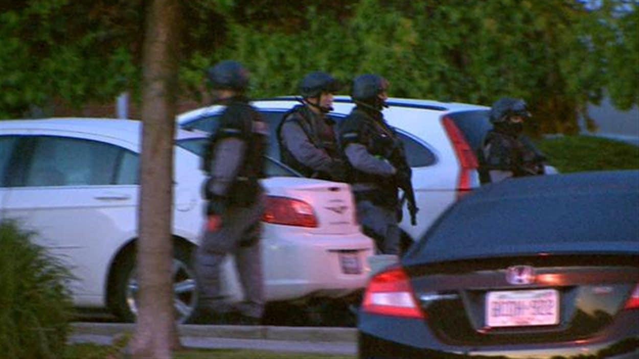 Quelque 700 policiers ont participé à l'opération tôt ce matin.