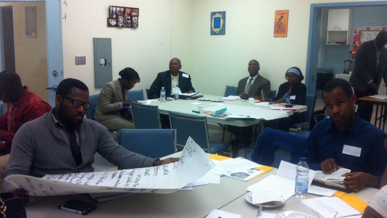 Une vingtaine de chefs religieux et de pasteurs des communautés haïtiennes et d'Afrique subsaharienne participent à un séminaire de sensibilisation sur le VIH offert par l'organisme GAP-VIES.