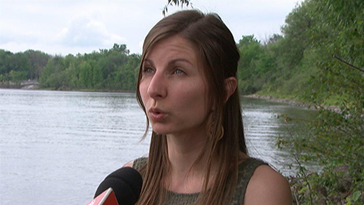 La directrice des opérations à Sentinelle Outaouais, Adèle Michon. (05-06-15)