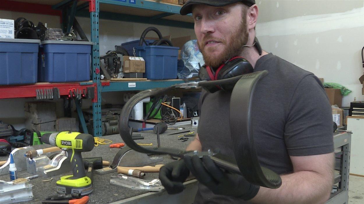 Orthèse de genou créé par Spring Loaded Technology en Nouvelle-Écosse