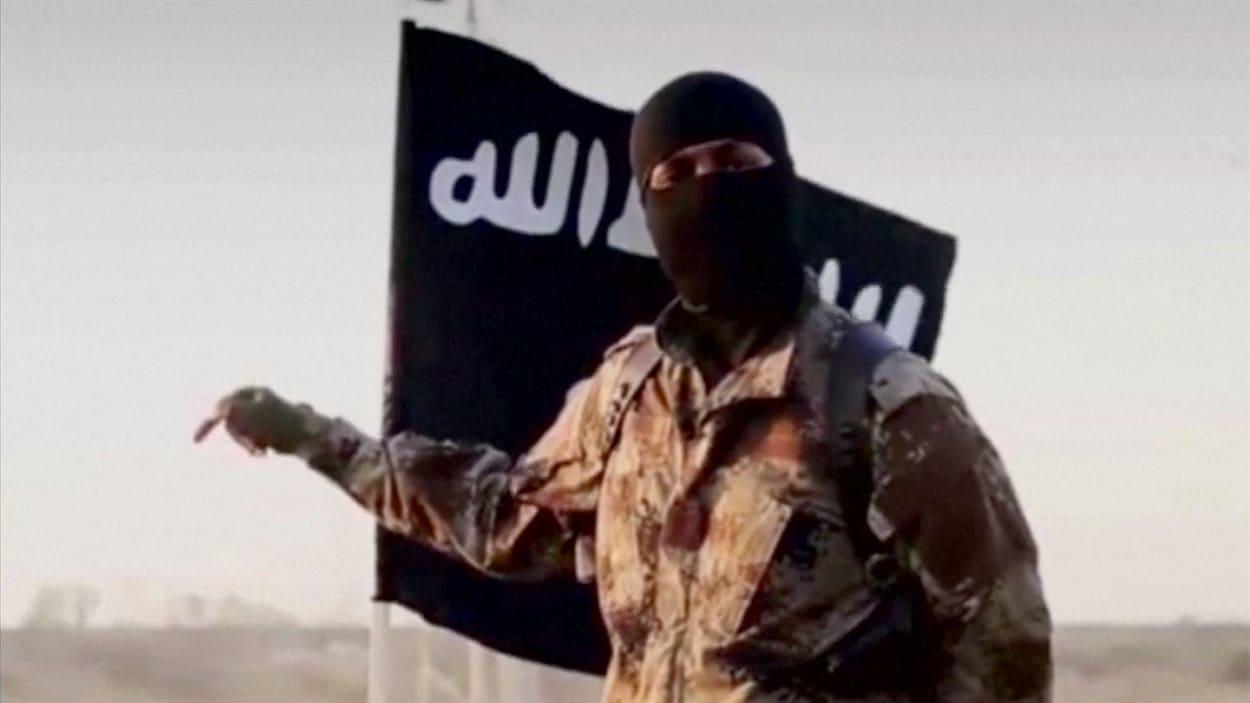 Ce combattant djihadiste montré dans une vidéo du groupe armé État islamique à l'automne 2014 serait un Américain.