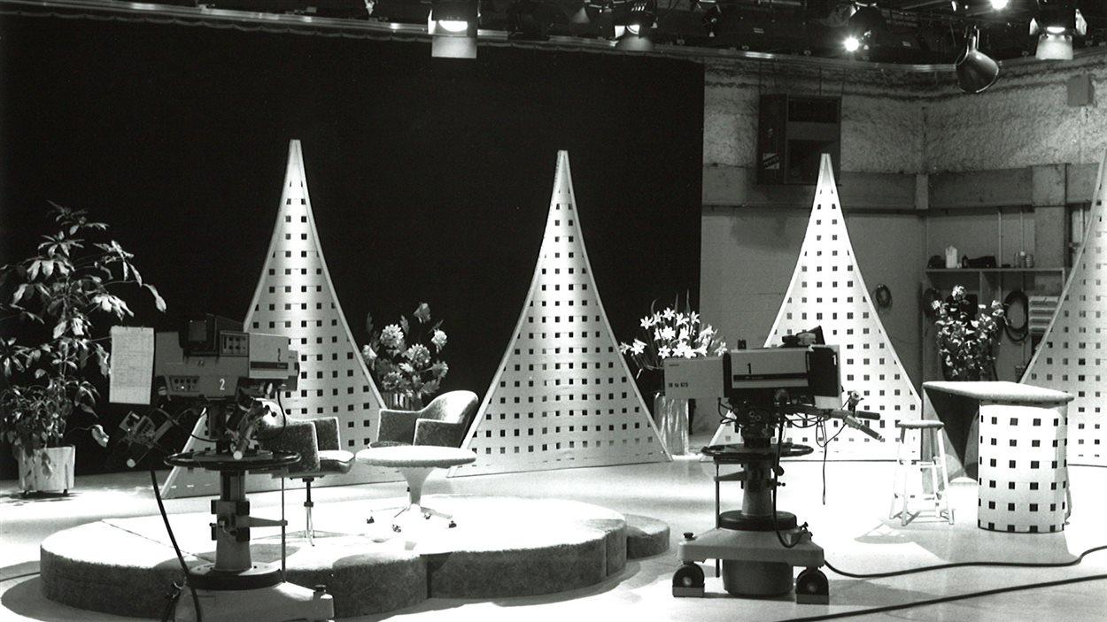 Un décor du studio de Radio-Canada Acadie.