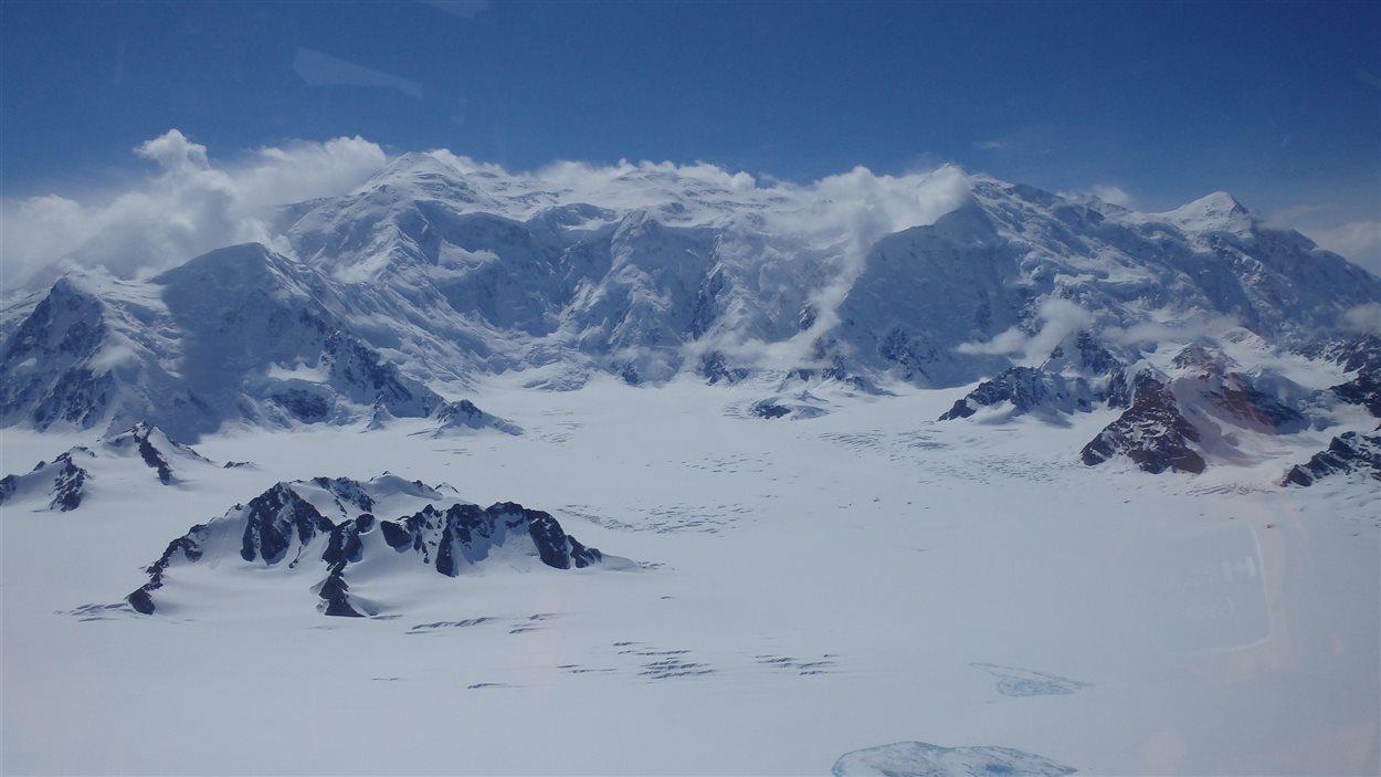 Photo en vol du mont Logan