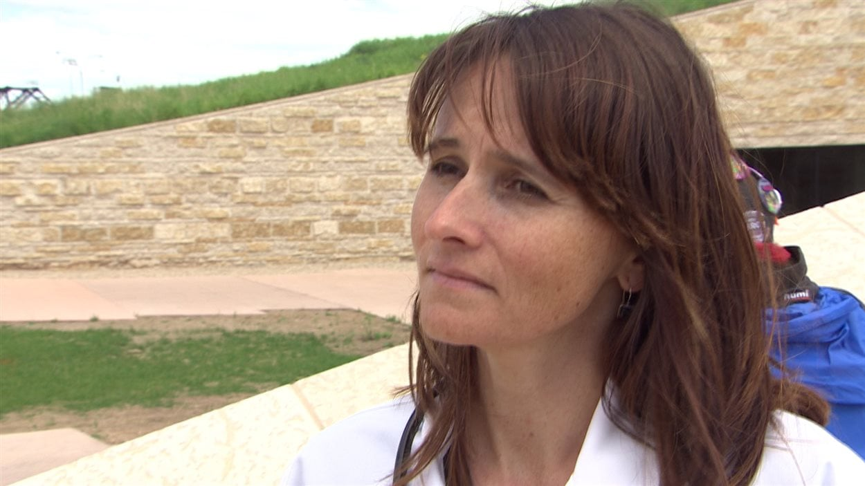 La docteure Cynthia Sawatzky a participé à la manifestation.