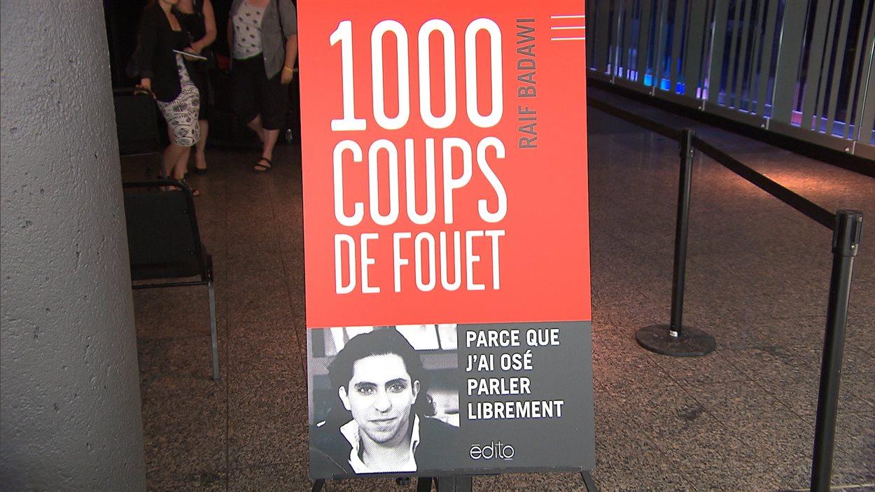 Le livre « 1000 coups de fouet » rassemble les écrits du blogueur Raif Badawi.