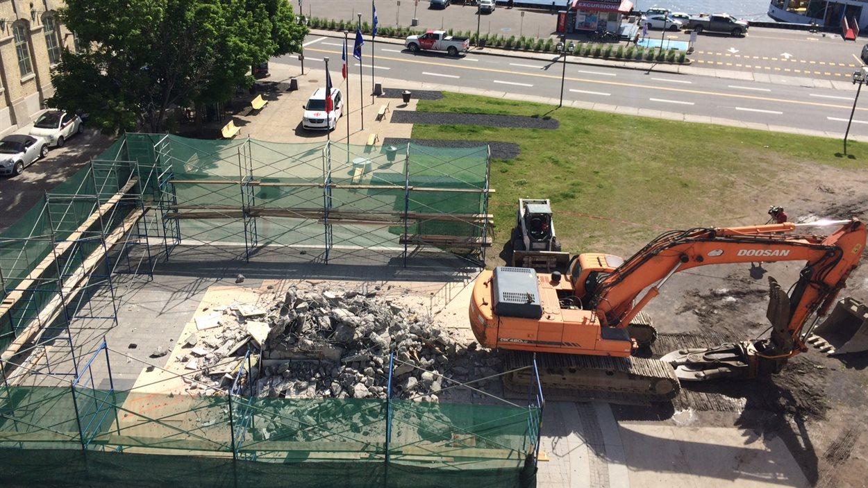 La Ville estime que la reconstruction de l'oeuvre coûterait 200 000$.