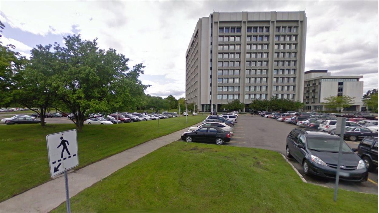 Une enquête de CBC a révélé plus tôt cette année qu'on retrouvait de l'amiante à tous les étages du Centre de technologie d'Ottawa de l'ARC sur le chemin Heron.