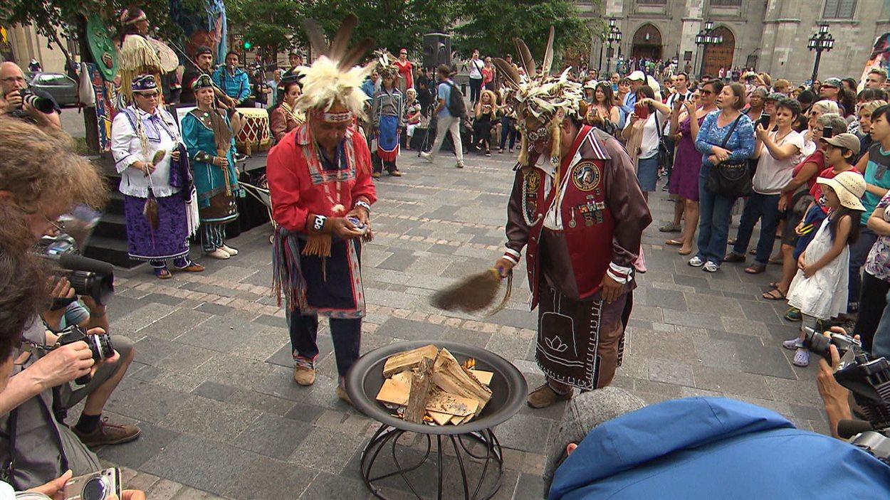 Rassemblement à l'occasion de la Journée nationale des peuples autochtones, au centre-ville de Montréal