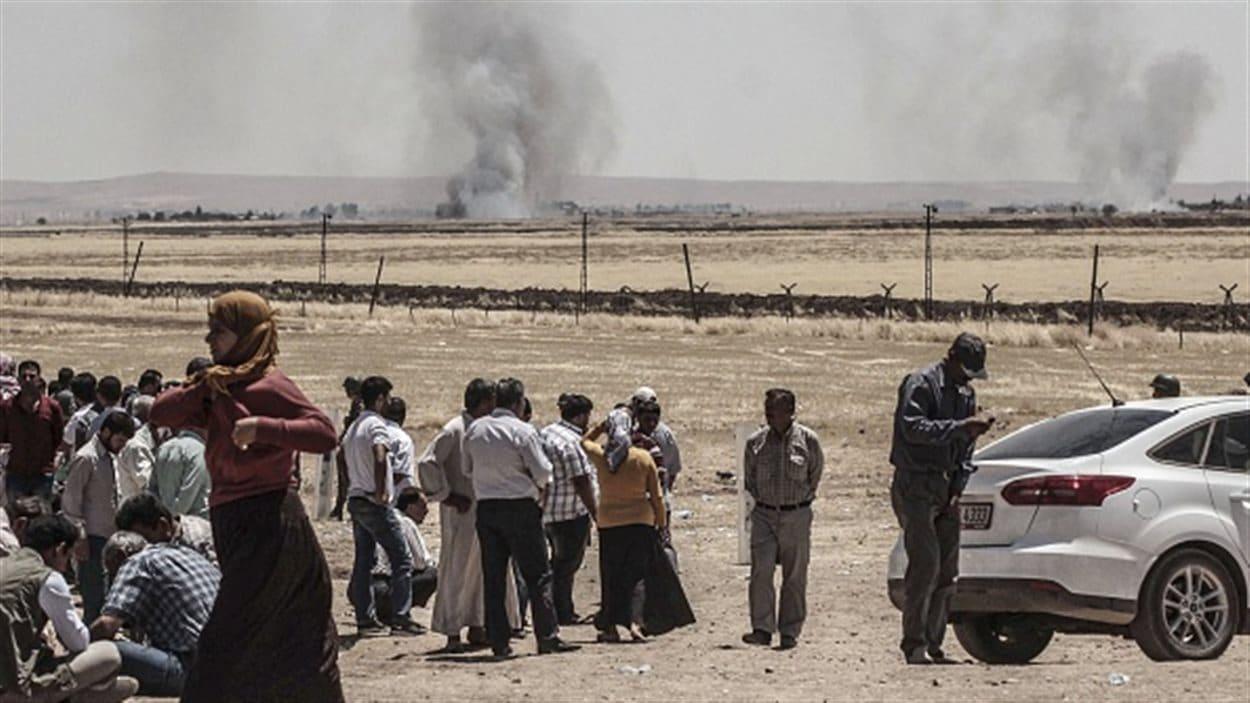 Depuis les frontières turques, on voit au loin les combats entre les militants kurdes et les djihadistes du groupe État islamique.