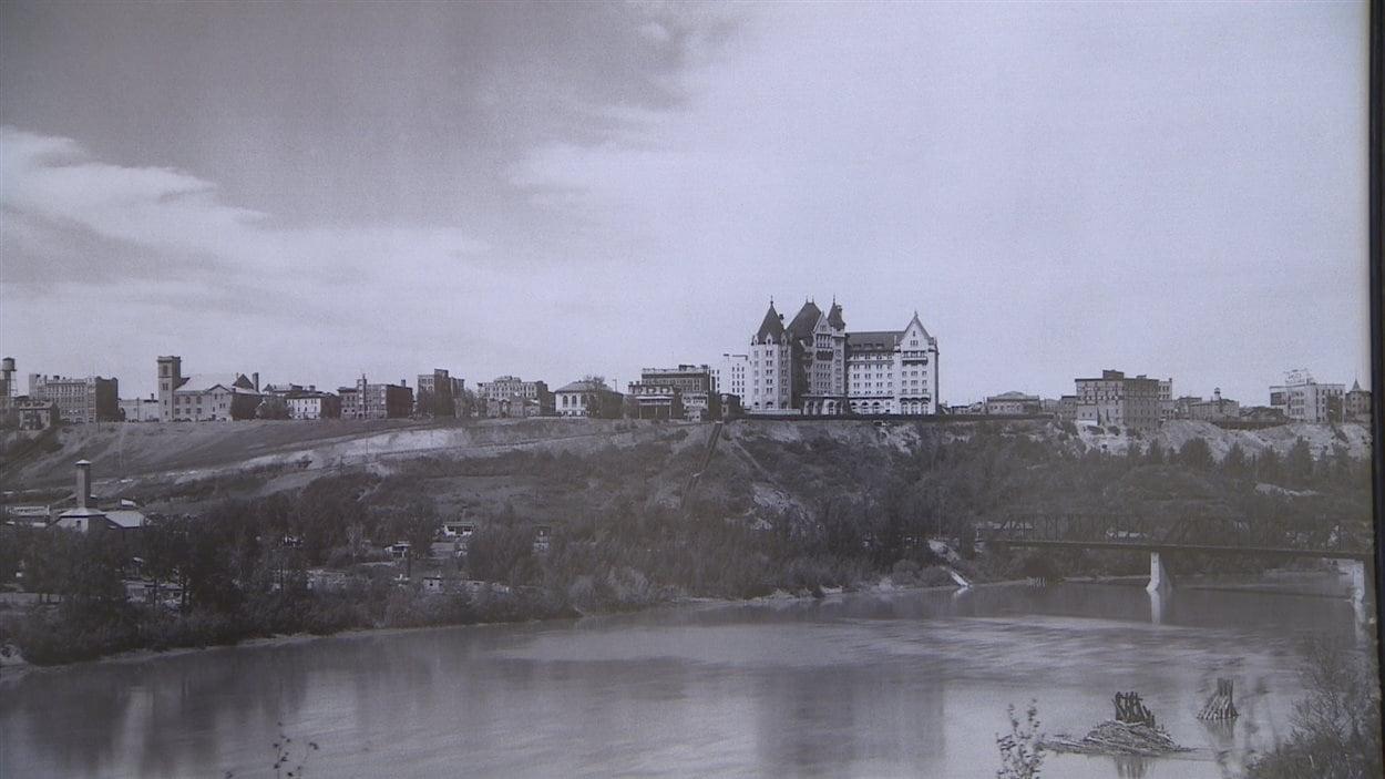 L'hôtel Fairmont MacDonald au début du siècle.