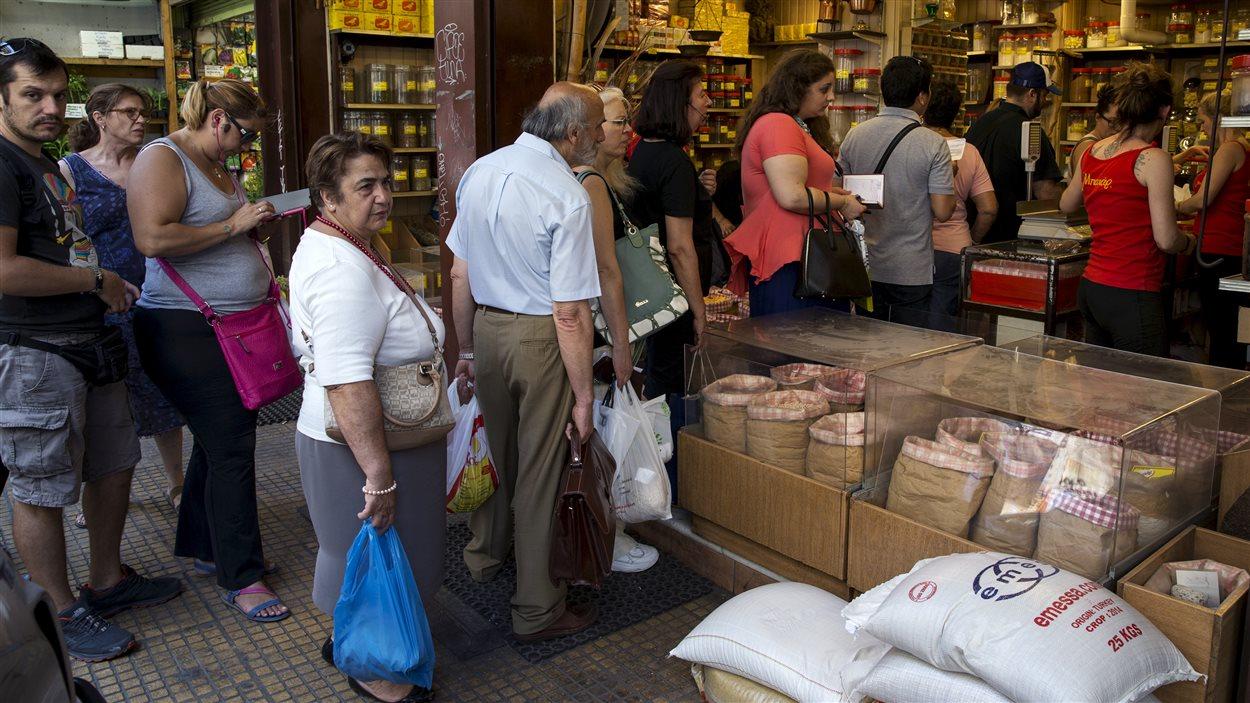 Scène de vie quotidienne à Athènes, touchée par la crise financière